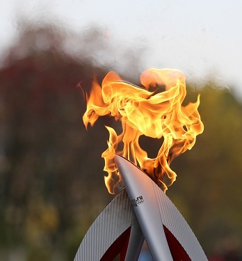 Le relais de flamme olympique en route vers les JO. Photo: Sotchi2014