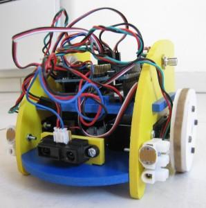Le miniRobot équipé de capteurs de lumière ambiante.