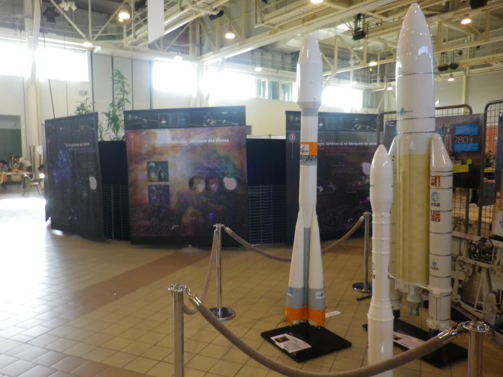 Exposition du CNES (maquettes de fusées...) et du CEA (Voyages au centre de la galaxie)